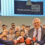 Simone Wendland und Minister Karl-Josef Laumann beim Boxsportzentrum