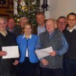 Die CDU-Landtagsabgeordnete Simone Wendland (4.v.l.) und der CDU-Ortsunionsvorsitzende Robert Neuhaus (rechts) ehrten Ewald Deitermann (links) und Josef Bußmann (3.v.r.) für langjährige Parteimitgliedschaften.