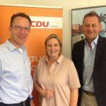 Foto: (v. links) Herr Rulle, Frau Wendland MdL, Herr Panske MdL