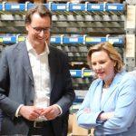 V.l.: Minister Hendrik Wüst, Simone Wendland MdL