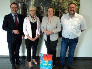 (V.l.n.r): Stephan Engster (COMPO), Bezirksbürgermeisterin Martina Klimek, Simone Wendland MdL, Lars Wagner (COMPO)