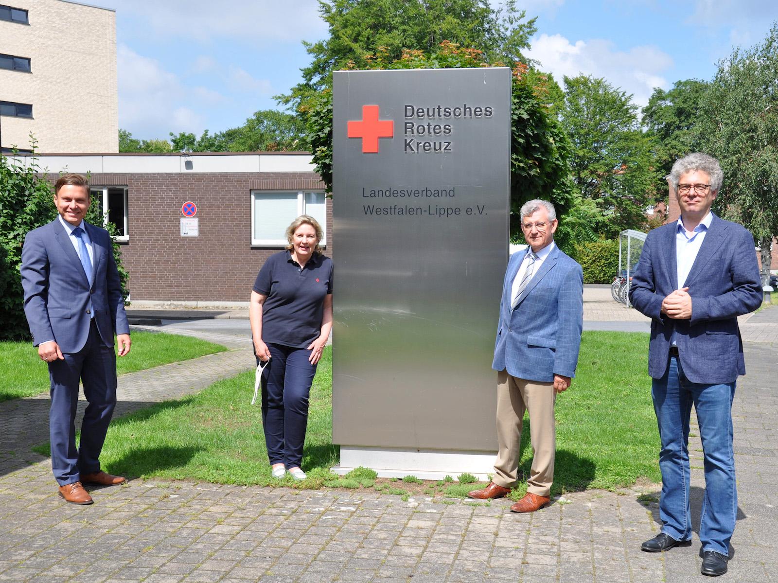 Foto (v. links): Dr. Hasan Sürgit (Vorstandsvorsitzender DRK-Landesverband Westfalen-Lippe), Simone Wendland MdL, Dr. Fritz Baur (Präsident DRK-Landesverband Westfalen-Lippe) und Dr. Stefan Nacke MdL.