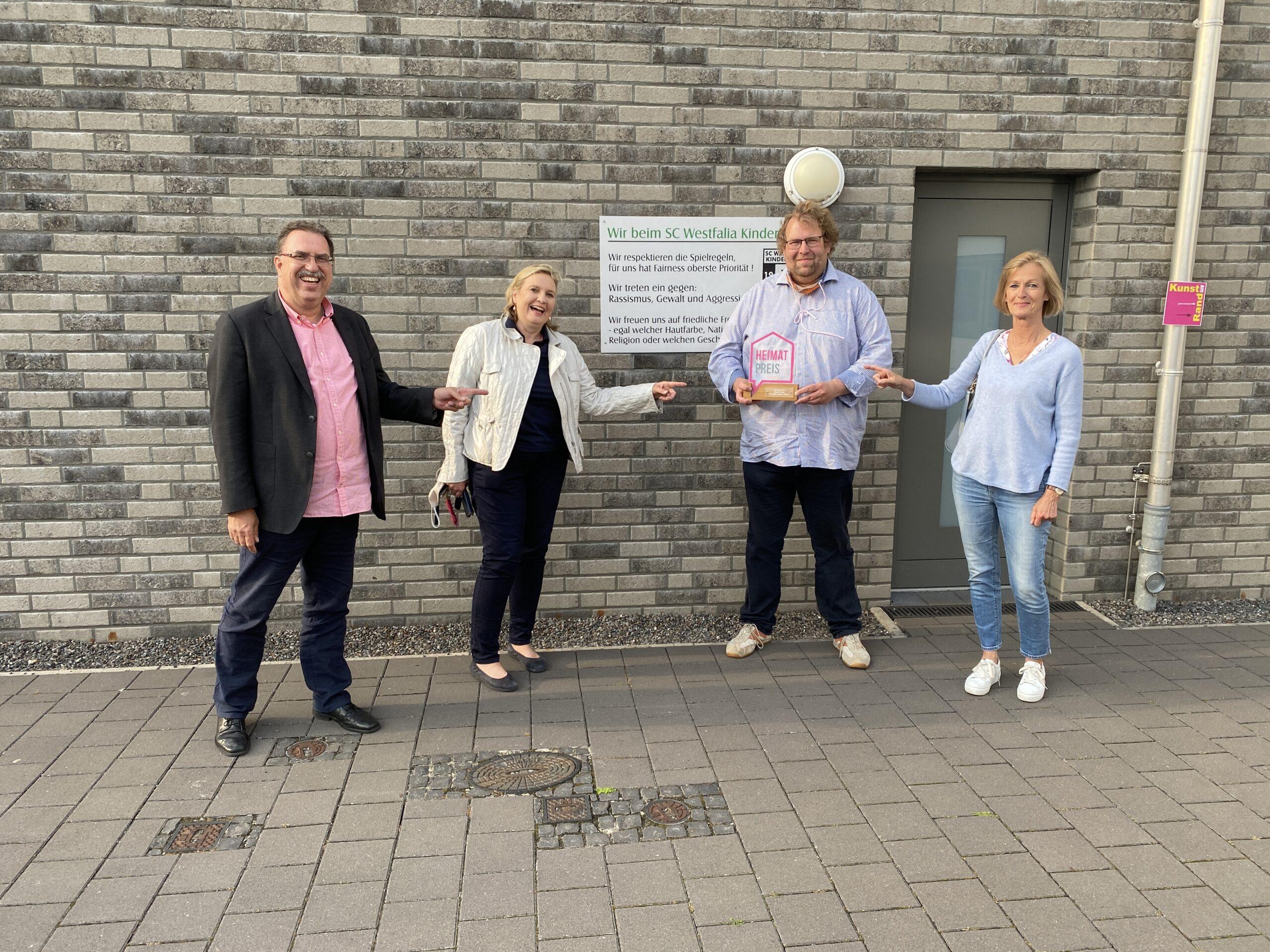 Foto: Ratsherr Olaf Bloch, Landtagsabgeordnete Simone Wendland, Westfalias Vositzender Magnus Hömberg und Ratskandidatin Babette Lichtenstein van Lengerich.