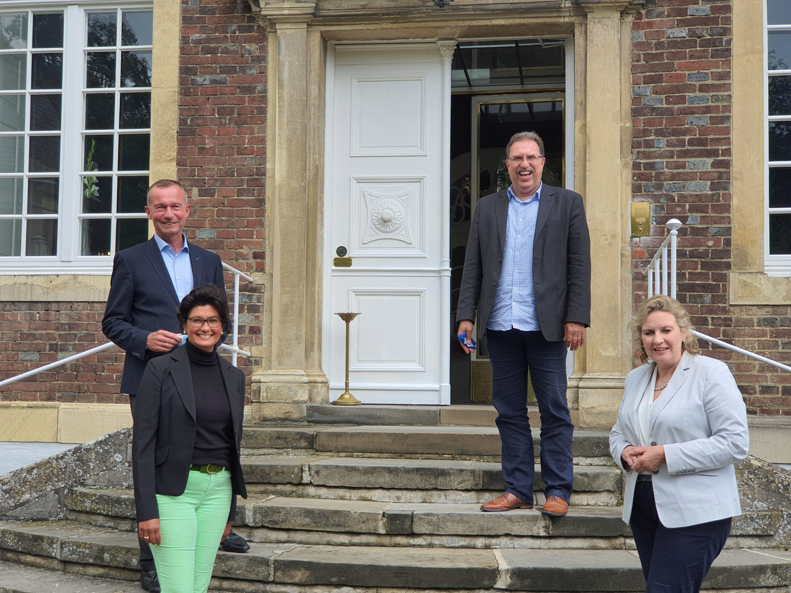 Simone Wendland MdL und Ratsherr Olaf Bloch zu Besuch im Schlosshotel Wilkinghege bei den Eigentümern Gertha und Rembert Winneken